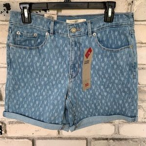 Levi's mid rise shorts with design
